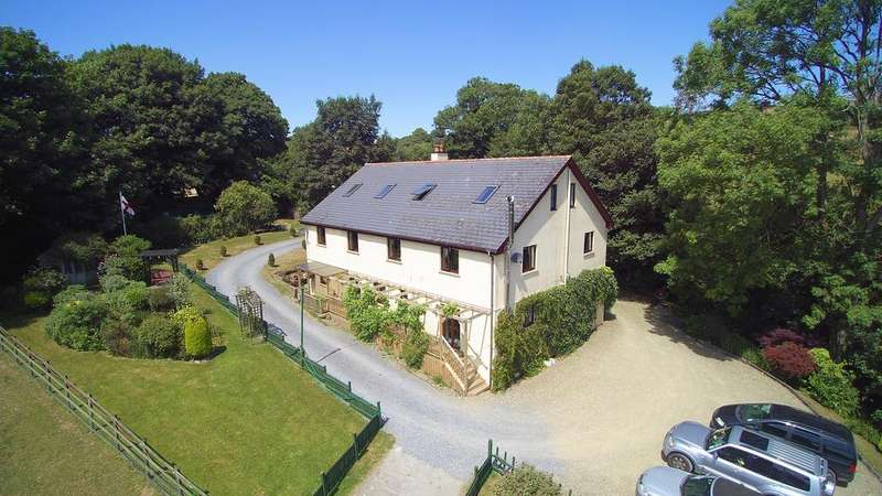 5 Bedrooms Detached House for sale in Coed Llys Uchaf, Llangynin, St Clears SA33 4JY