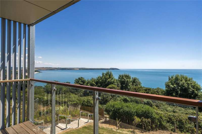 2 Bedrooms Flat for sale in Sea Road, Carlyon Bay, St. Austell, Cornwall, PL25