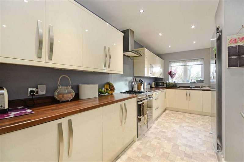 4 Bedrooms Detached House for sale in 50, Ullswater Drive, Dronfield Woodhouse, Dronfield, Derbyshire, S18