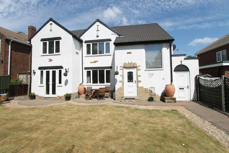 4 Bedrooms Detached House for sale in Rotherham Road, Monk Bretton, Barnsley, S71 2DQ