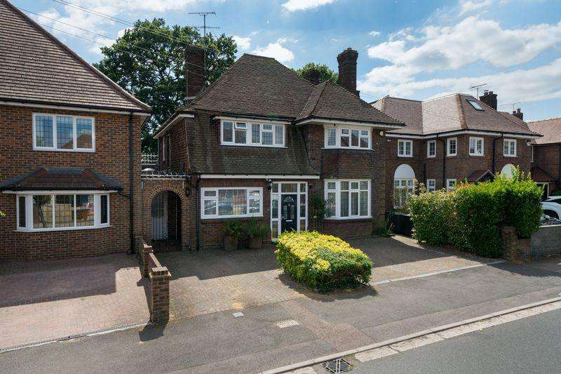 5 Bedrooms Detached House for sale in Whitehill Avenue, Luton