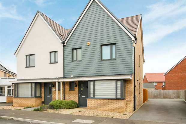 3 Bedrooms Semi Detached House for sale in Moore Close, Wootton, Bedford