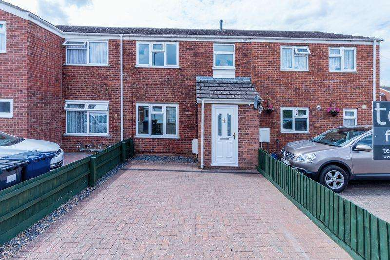 3 Bedrooms Terraced House for sale in Wellington Avenue, St. Ives, Huntingdon, Cambridgeshire.