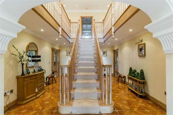 4 Bedrooms Detached House for sale in Newcastle Road, Astbury, Cheshire