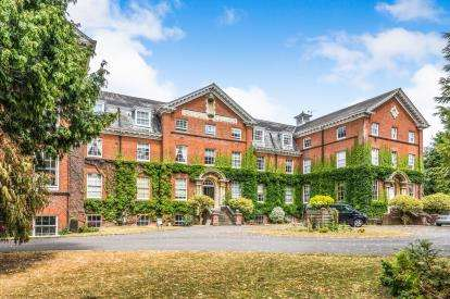 1 Bedroom Flat for sale in Botley Road, Romsey, Hampshire