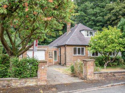 3 Bedrooms Bungalow for sale in Glenilla Avenue, Worsley, Manchester, Greater Manchester