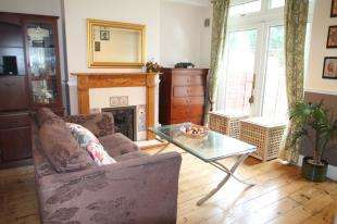 3 Bedrooms Semi Detached House for sale in Burnt Ash Hill, Lee, London