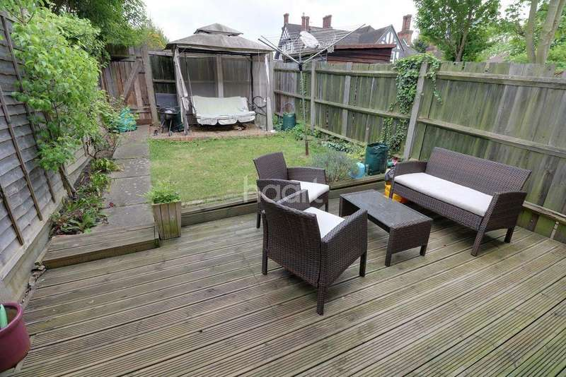 3 Bedrooms Terraced House for sale in Sussex Close, Redbridge