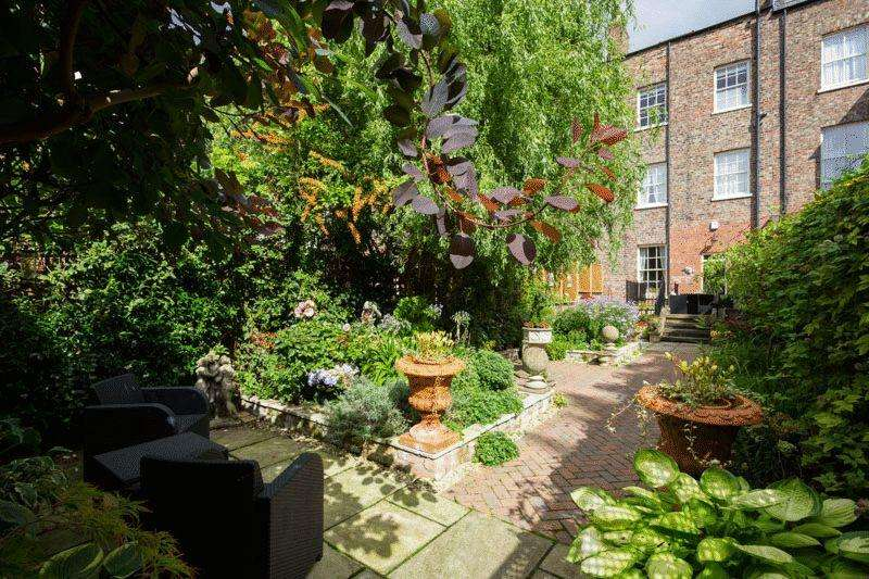 5 Bedrooms Terraced House for sale in 62 Bootham, York