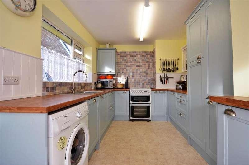 3 Bedrooms Detached Bungalow for sale in Broughton Avenue, Aylesbury