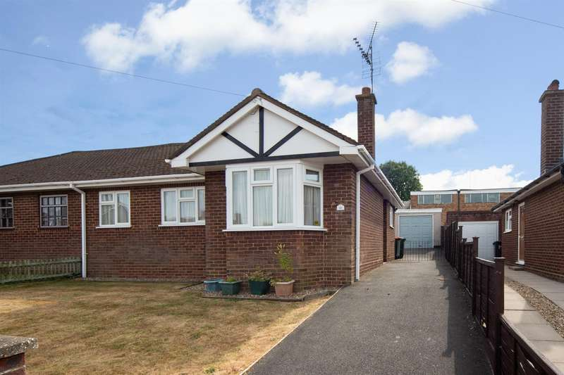 2 Bedrooms Semi Detached Bungalow for sale in Sundown Avenue, Dunstable