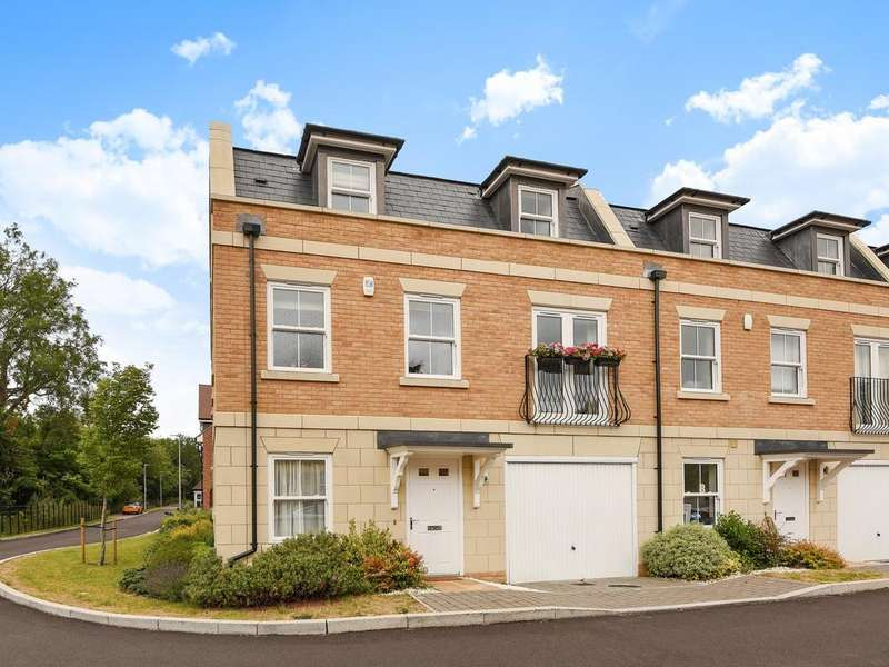4 Bedrooms Semi Detached House for sale in Haden Square, Reading, RG1