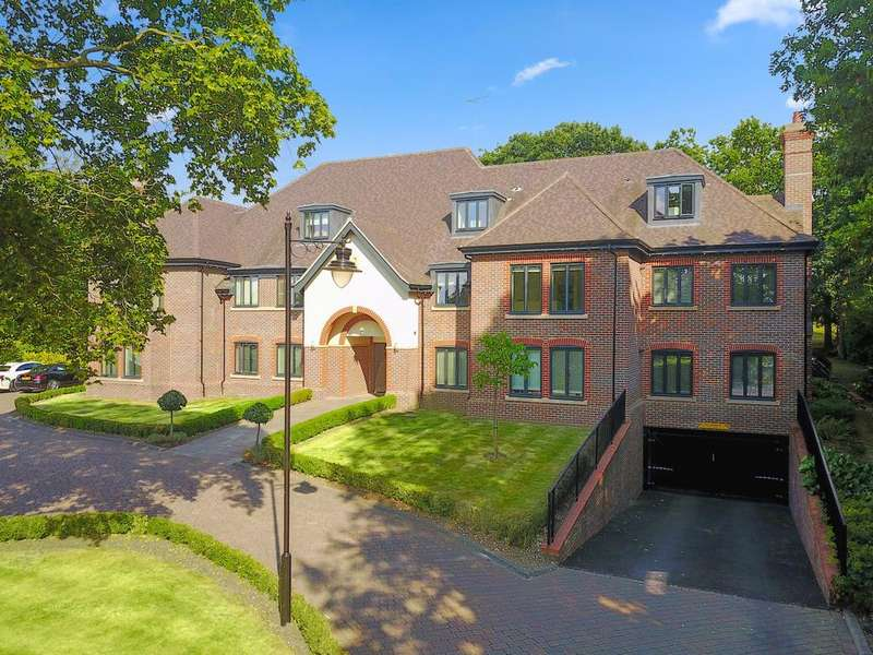 2 Bedrooms Ground Flat for sale in High Road, Charlesworth Court, Chigwell IG7