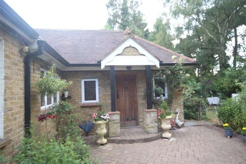 5 Bedrooms Detached House for sale in Wood Lane, Iver Heath, IVER, Buckinghamshire
