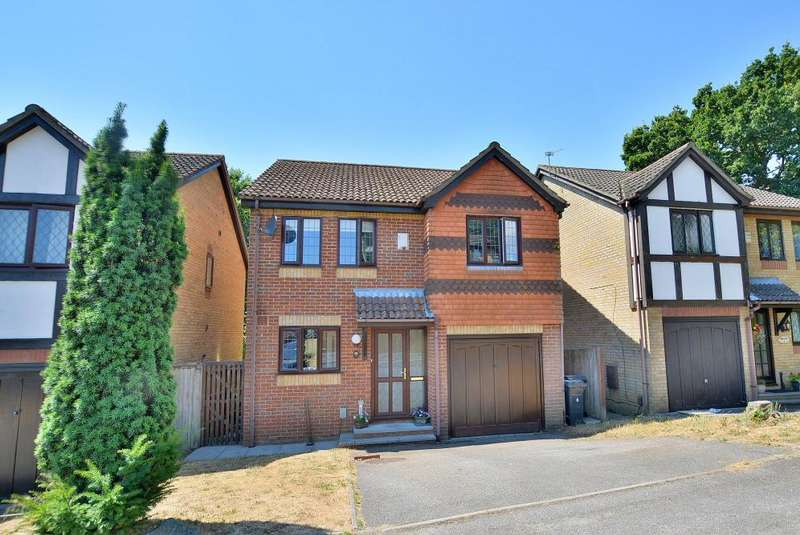 4 Bedrooms Detached House for sale in Griffiths Gardens, Bournemouth