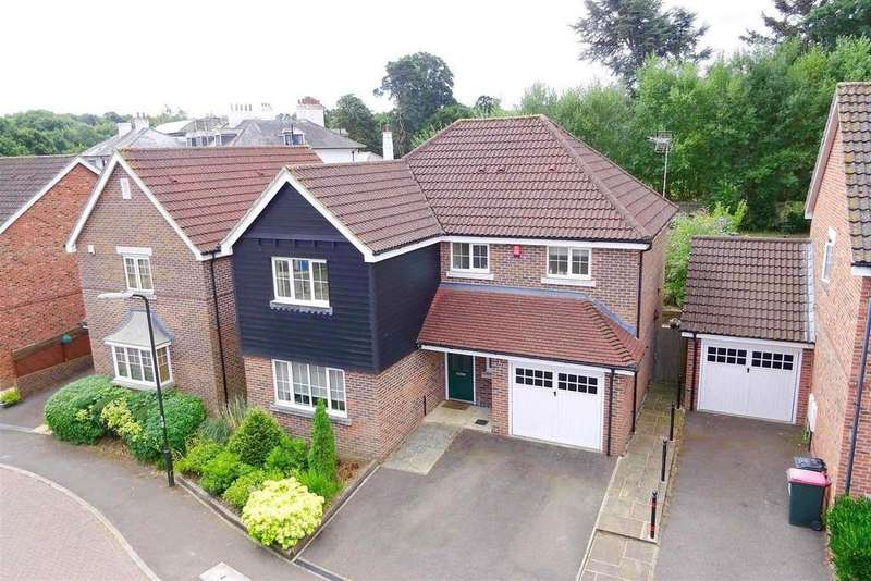 4 Bedrooms Detached House for sale in Highwood Park, Crawley