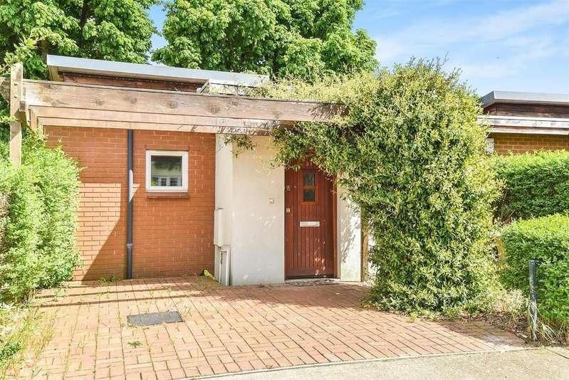 2 Bedrooms Bungalow for sale in Berkeley Road, Barnes, London, SW13