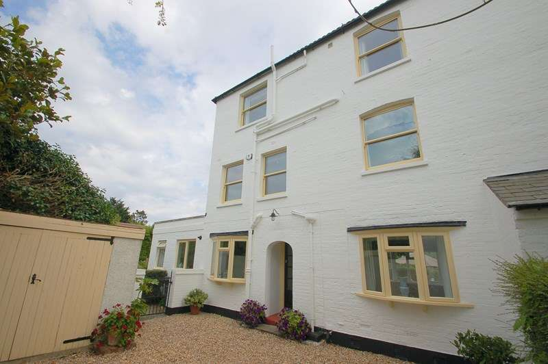 5 Bedrooms End Of Terrace House for sale in Crescent Road, Alverstoke, Gosport