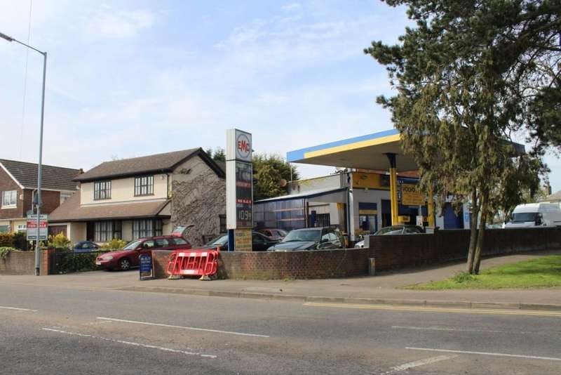 4 Bedrooms Detached House for sale in Goffs Oak Petrol MOT Centre