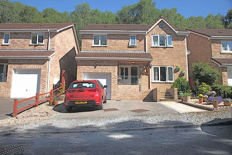 4 Bedrooms Detached House for sale in Woodlands Avenue, Clydach, Swansea. SA6 5GA