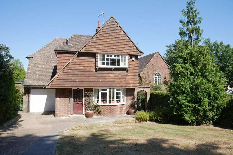 3 Bedrooms Detached House for sale in Upper Ratton Drive, Ratton, Eastbourne, BN20