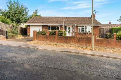 2 Bedrooms Bungalow for sale in Caledonia, Quarry Bank, Brierley Hill, West Midlands