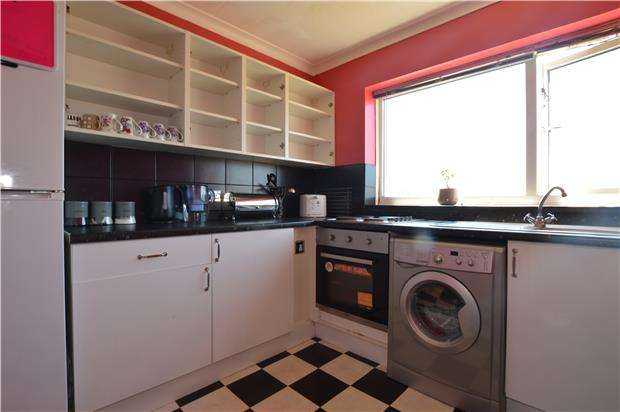 3 Bedrooms Flat for sale in Chargrove, Yate, BRISTOL, BS37 4LQ