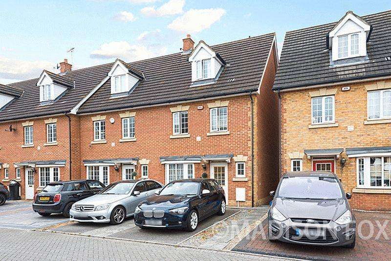 4 Bedrooms End Of Terrace House for sale in Genas Close, IG6