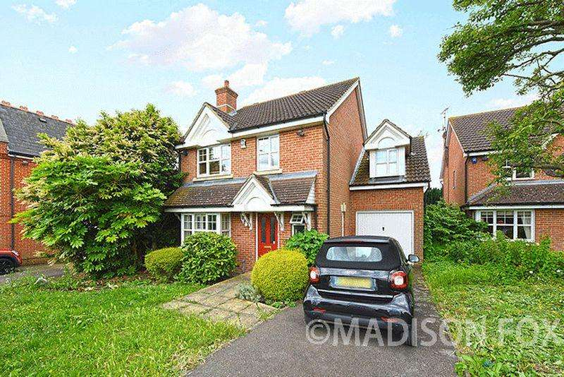 4 Bedrooms Detached House for sale in Tomswood Hill, IG6