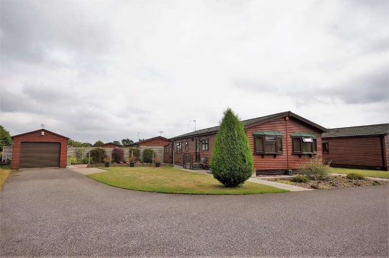 2 Bedrooms Park Home Mobile Home for sale in Willow Lane, The Elms, Torksey