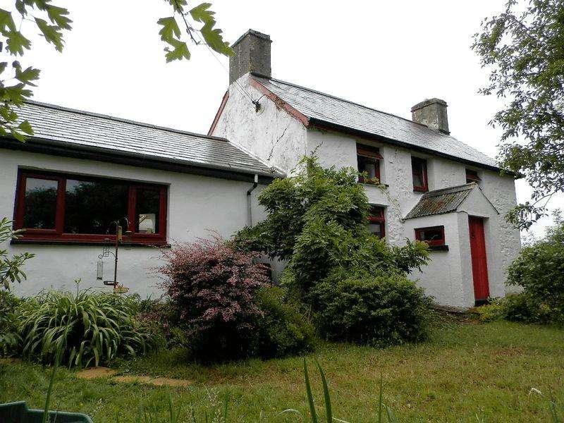 2 Bedrooms Detached House for sale in Pentregat, Plwmp