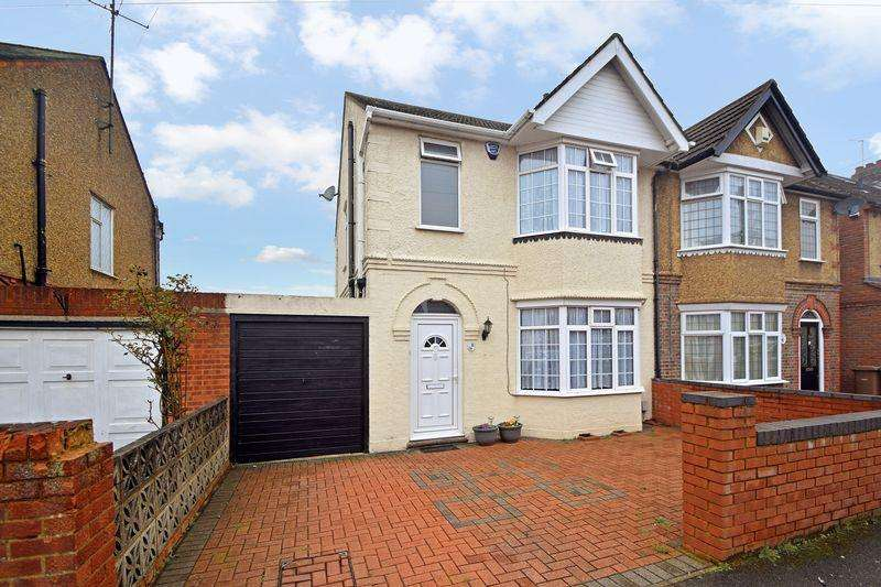 3 Bedrooms Semi Detached House for sale in Culverhouse Road, Luton