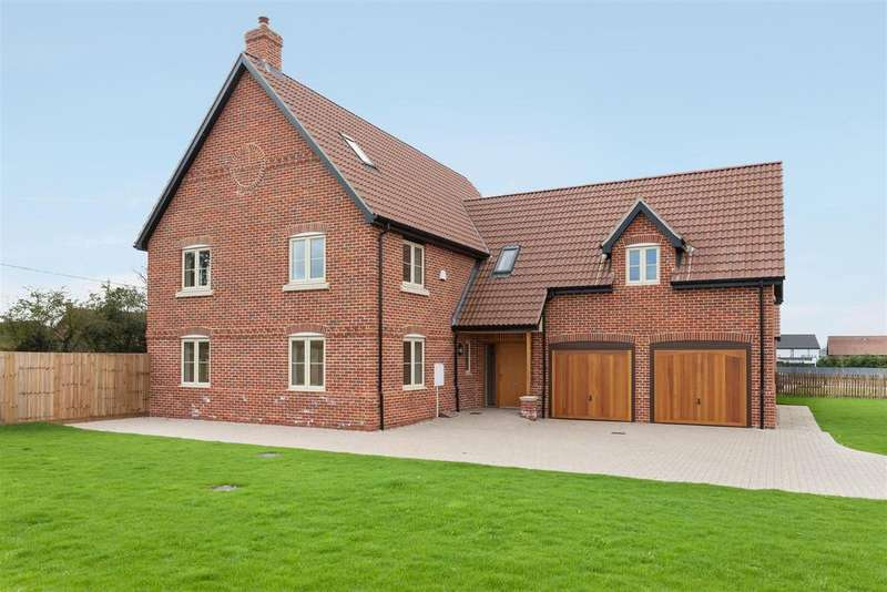 5 Bedrooms Detached House for sale in Poppy Fields, Burlingham Road, East Harling, NR16