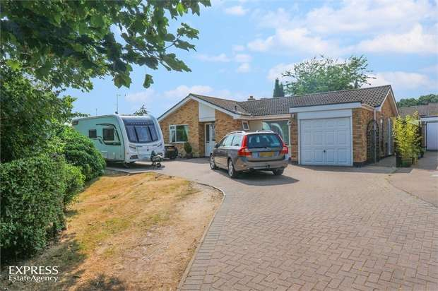 3 Bedrooms Detached Bungalow for sale in Lower Park Walk, Holton, Halesworth, Suffolk