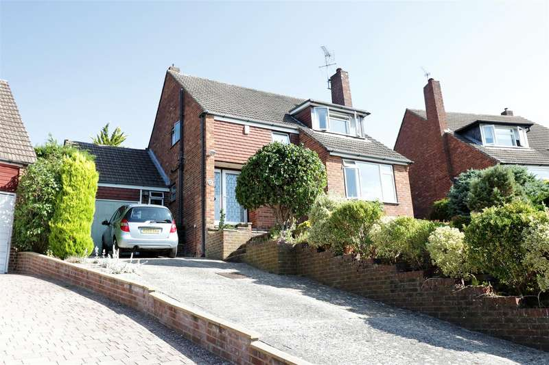 3 Bedrooms Detached House for sale in Fontwell Drive, Reading