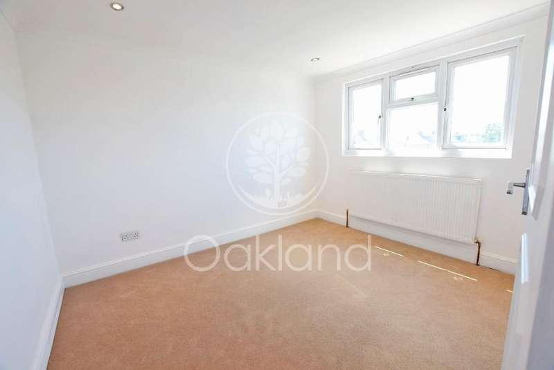 5 Bedrooms Terraced House for sale in South Park Road, Ilford