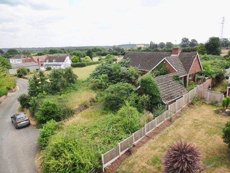 3 Bedrooms Detached Bungalow for sale in Sytchampton, Nr Ombersley DY13 9TA