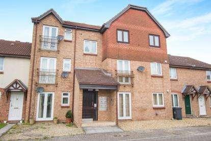 2 Bedrooms Flat for sale in Burden Close, Bradley Stoke, Bristol, Gloucestershire
