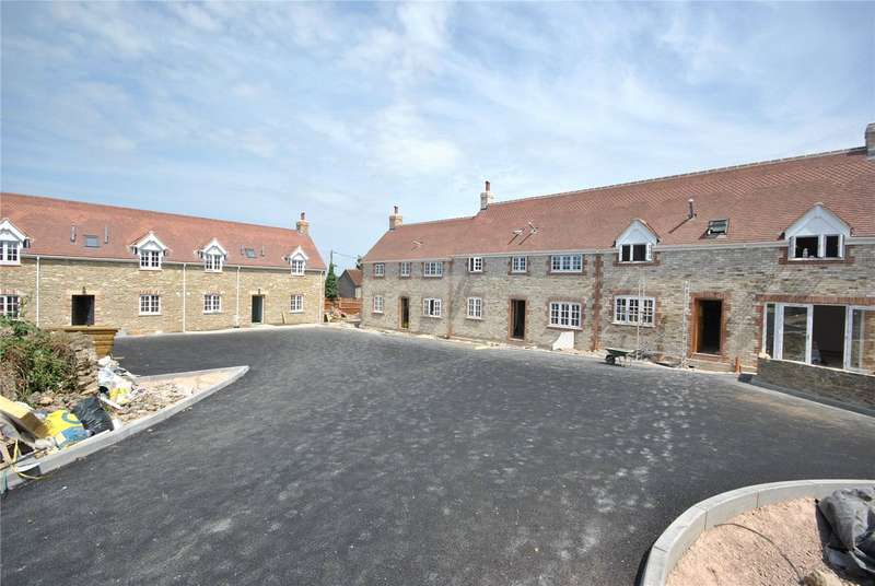2 Bedrooms House for sale in Park Farm Court, Templecombe, Somerset, BA8