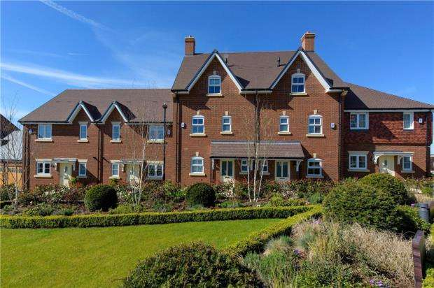 4 Bedrooms Terraced House for sale in Woodhurst Park, Warfield, Berkshire