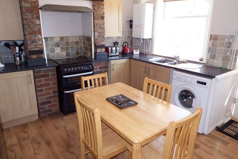 3 Bedrooms Town House for sale in Albert Street, Holbeach, PE12