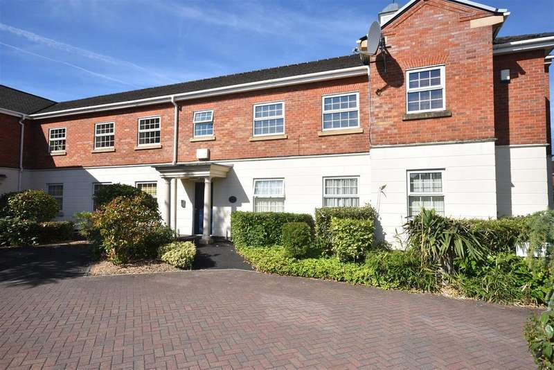 2 Bedrooms Apartment Flat for sale in Hunters Wood Court, Chorley
