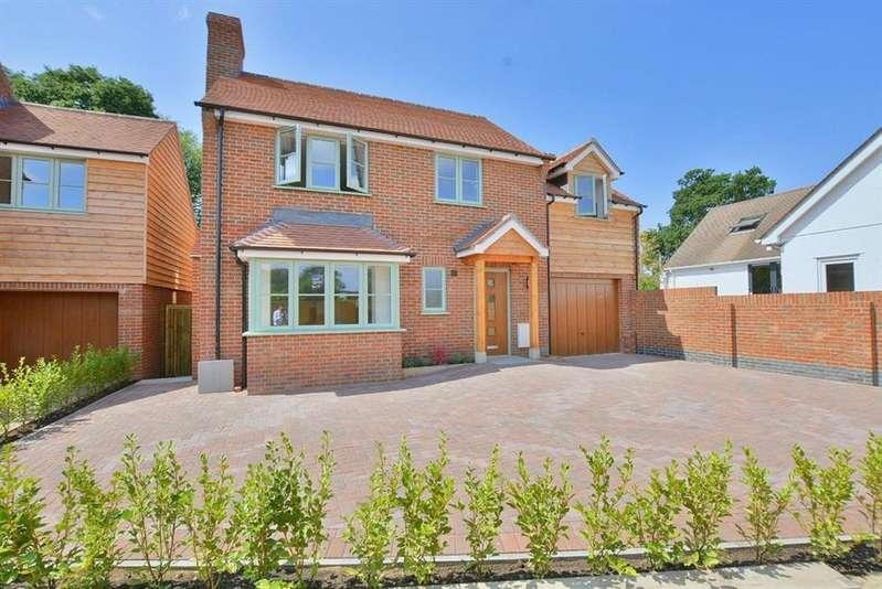 4 Bedrooms Detached House for sale in Edmondsham Road, Verwood