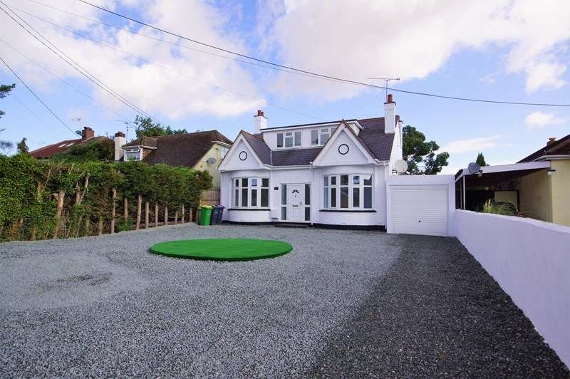 4 Bedrooms Detached House for sale in Dalys Road, Rochford