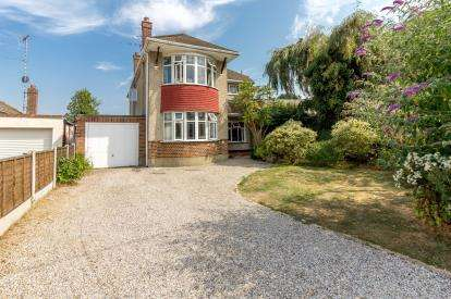 4 Bedrooms Detached House for sale in Eastwood, Leigh-On Sea, Essex