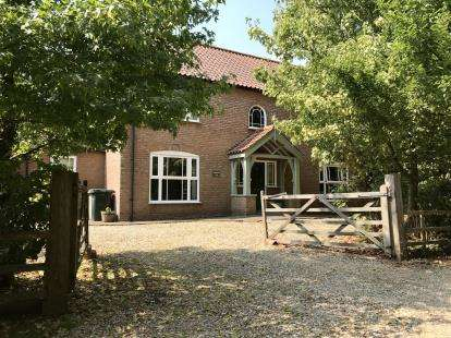 4 Bedrooms Detached House for sale in Pinfold Lane, Little Cawthorpe, Louth, Lincolnshire