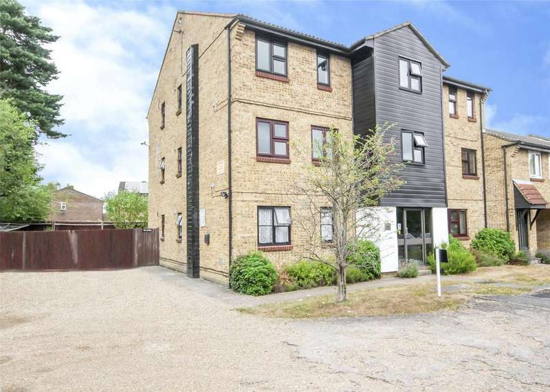 Studio Flat for sale in Chisbury Close, Forest Park, Bracknell, Berkshire, RG12