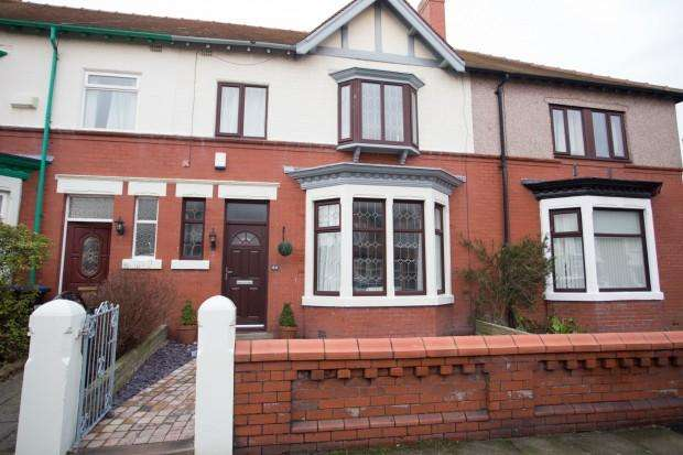 3 Bedrooms Terraced House for sale in Carr Road, Fleetwood, FY7