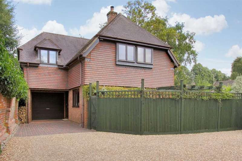 3 Bedrooms Detached House for sale in Test Mews, Whitchurch