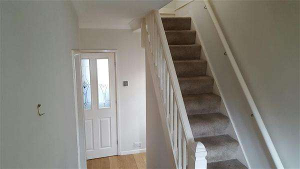3 Bedrooms Semi Detached House for sale in Eaton Valley Road, LU2